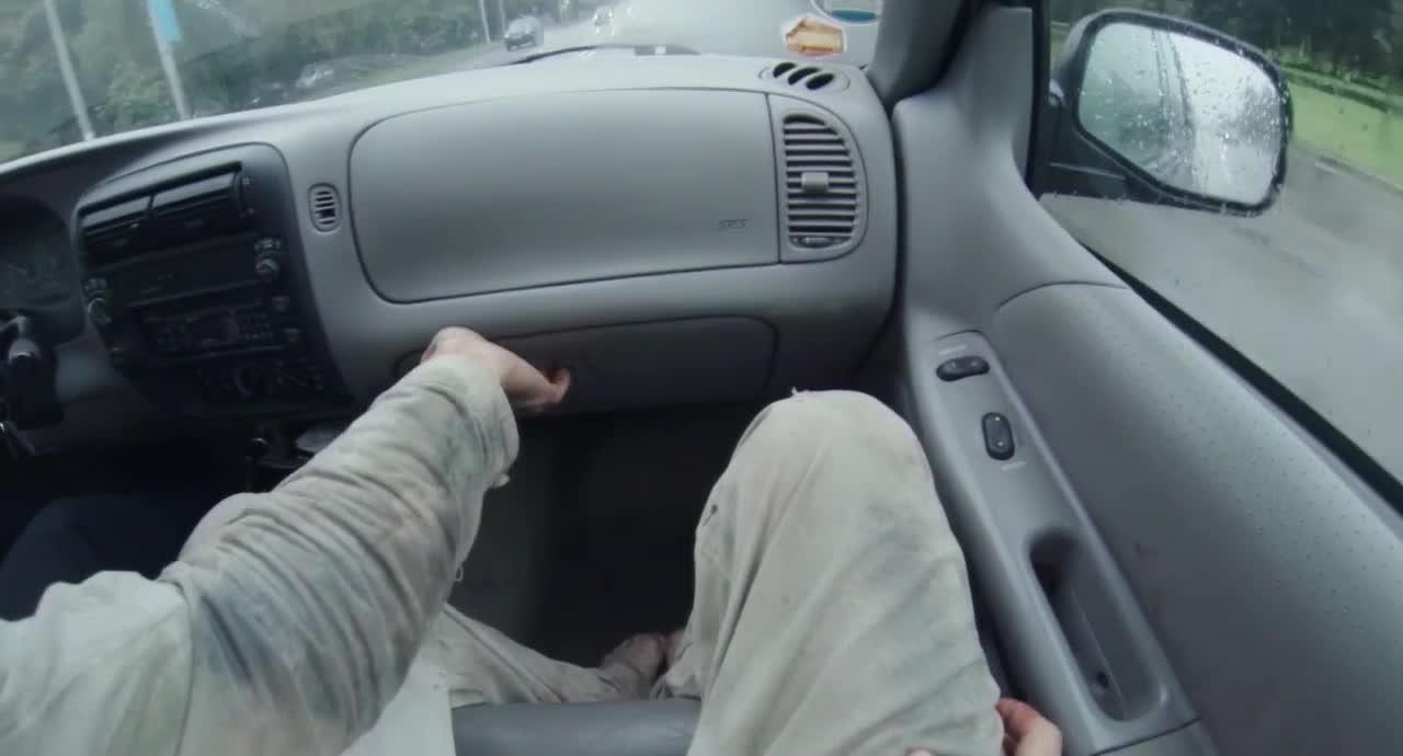 小哥哥被警察带走,一路上警察问了好多事情,都是什么啊