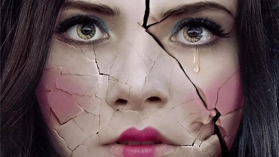 #惊悚看电影#恶魔对小女孩做出这样事,好可怕!如何逃脱魔掌?《噩梦娃娃屋》