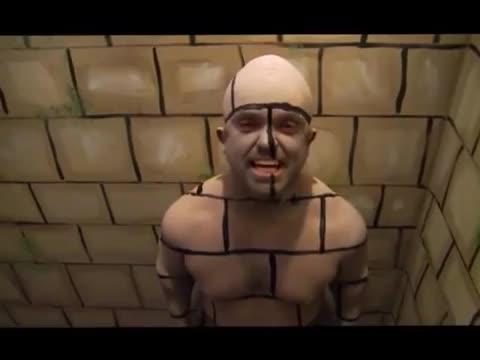 恶作剧 隐形在墙壁整人