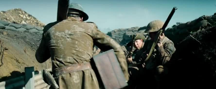 观察敌人碉堡遭德军狙击手点射