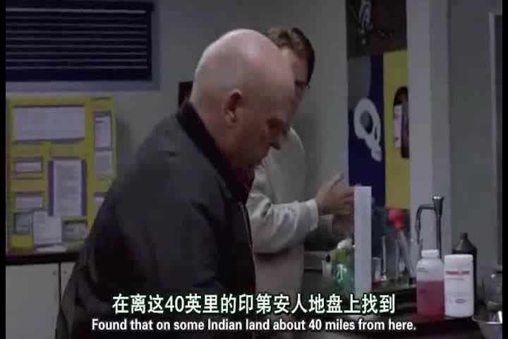 警官来找大叔询问,发现了防毒面具,大叔终于露出了马脚
