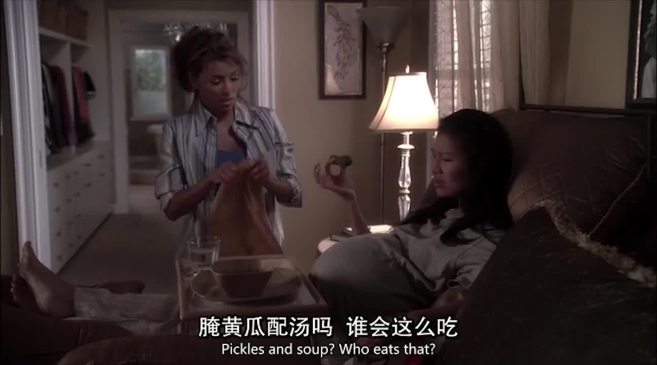 美女好心给孕妇送吃的,没想到孕妇居然这么做,真过分