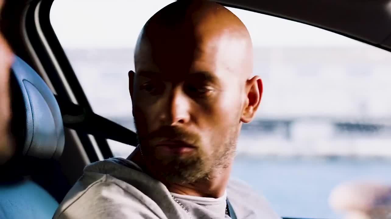 #电影迷的修养#片名《的士速递5》出租车跑的过超跑,你能信?
