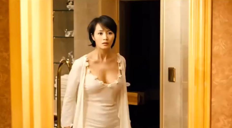 #羞羞看电影#一部让人大开眼界的电影,被称作韩版千王之王,女主的身材太抢眼