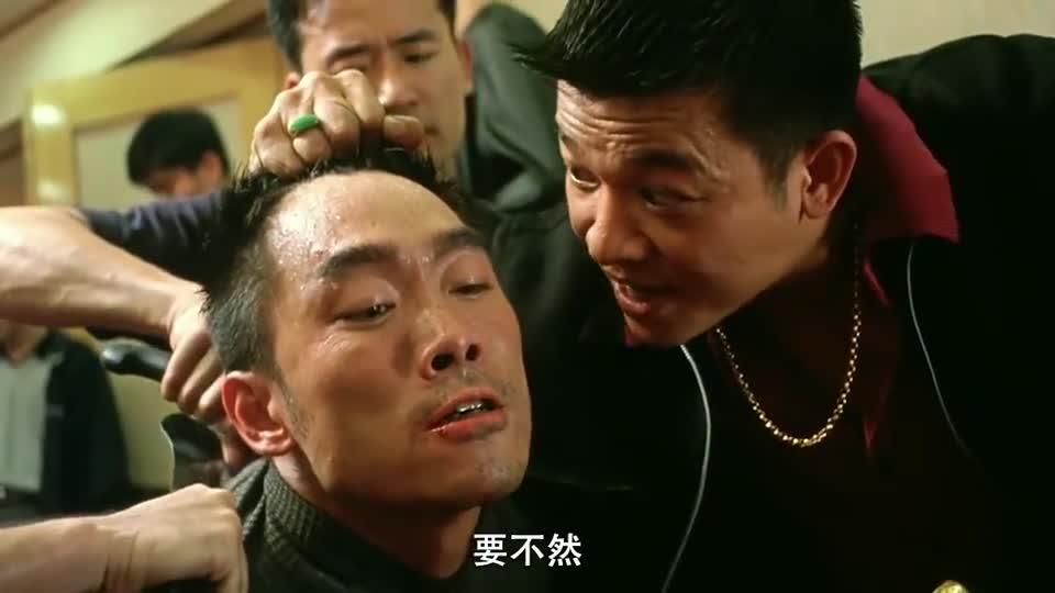 #一起看电影#华仔为救太子,单枪匹马冲进人群与众人搏斗,现场一片混乱
