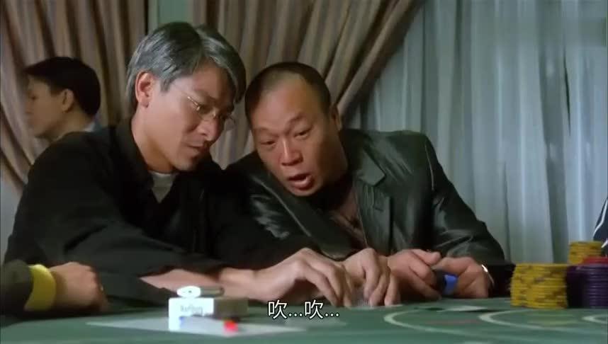 #一起看电影#黑帮老大跟赌侠玩扑克玩,激动的怕心脏都受不了了