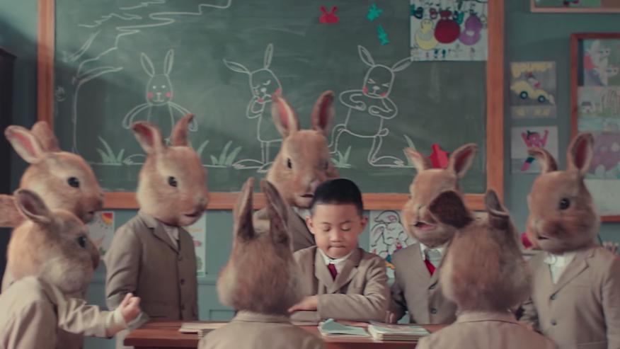 #如何衡量一个孩子好坏#在这所神奇的学校,优等生都会变成兔子,正常小孩反而会被嘲笑