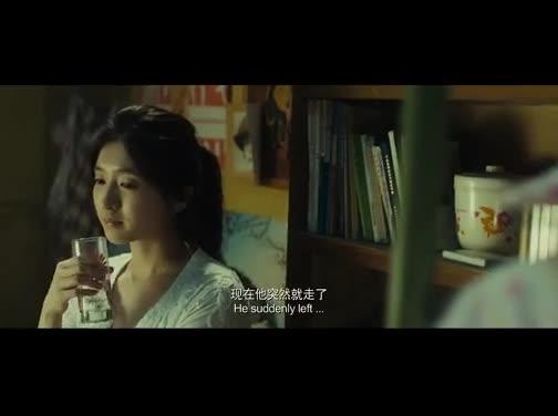 #经典看电影#美女考上情郎所在大学,一高兴通知书不翼而飞追了几条大街