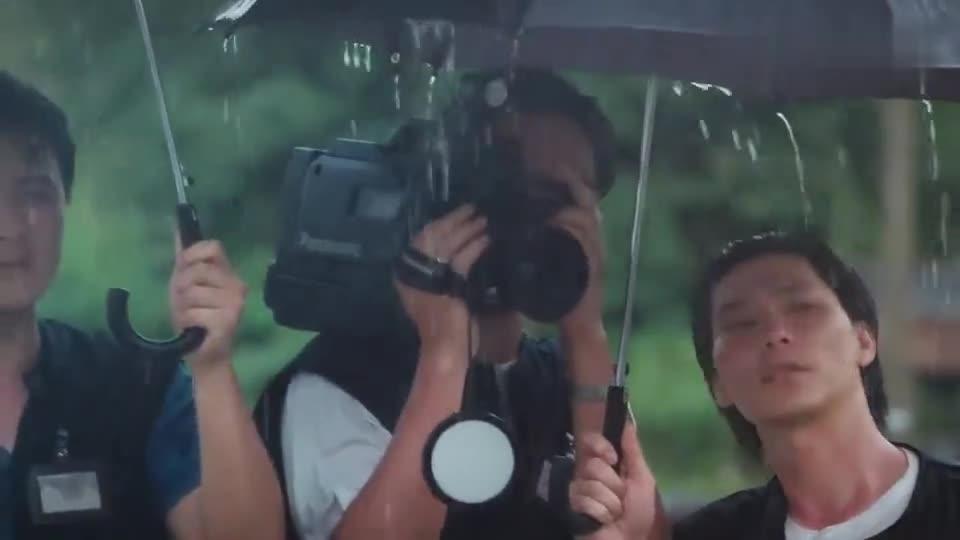 #电影迷的修养#古惑仔3:东星大哥葬礼当天,三联帮来了,柯受良讲的话根本不懂