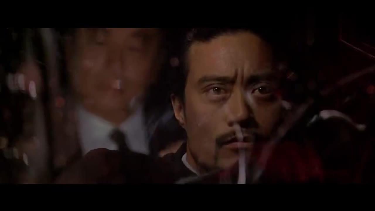 周润发进军好莱坞的第一部动作片,潇洒如意的开枪画面