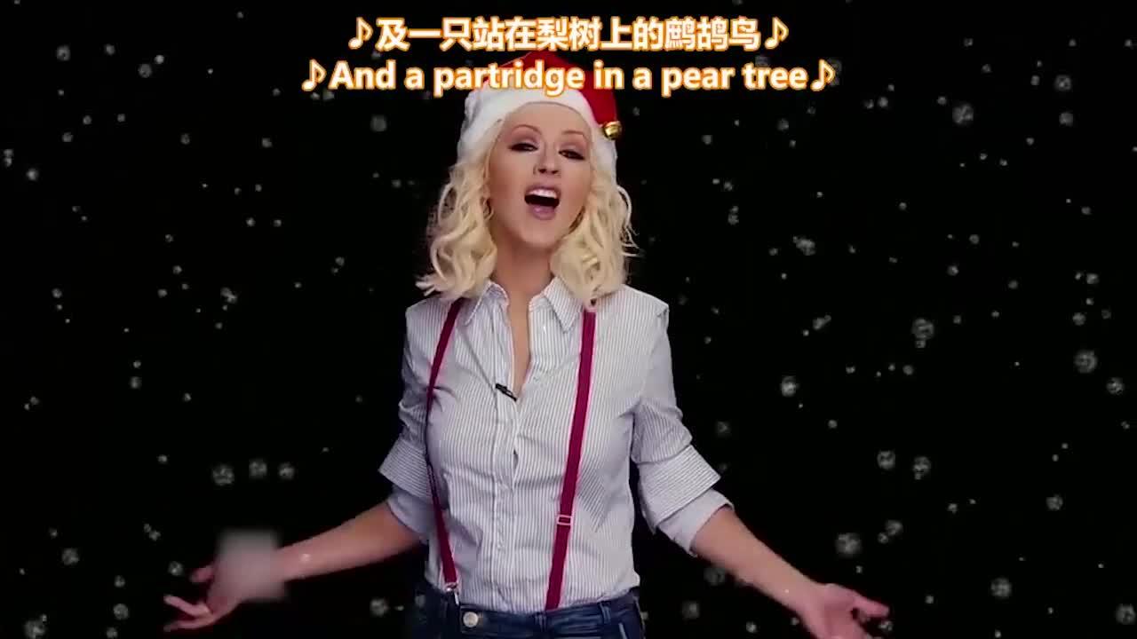 导师和选手们唱起了圣诞颂歌,气氛一度十分尴尬