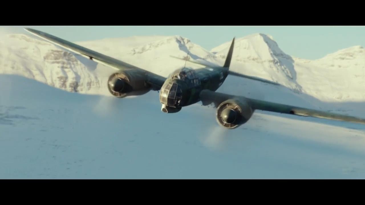 #经典看电影#德军双引擎战斗机雪山中扫射盟军,枪声引发了雪崩