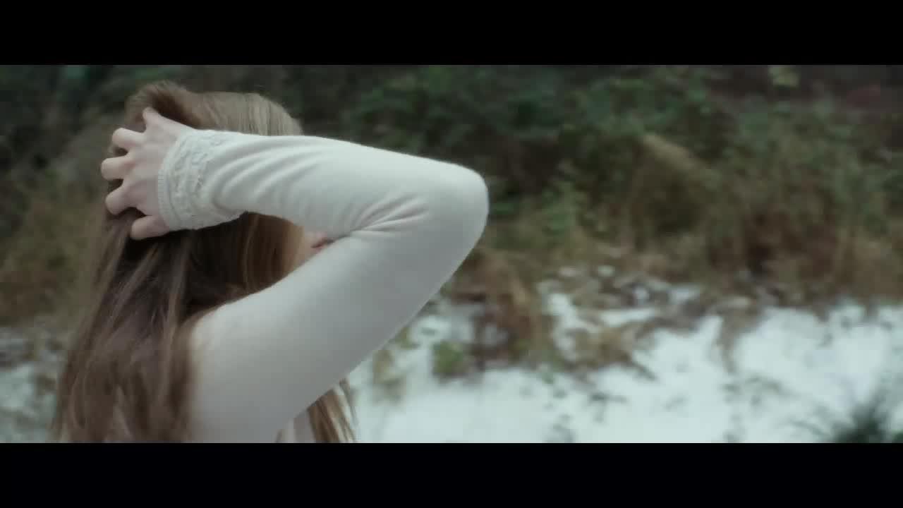 发生事故之后女子抱头痛哭