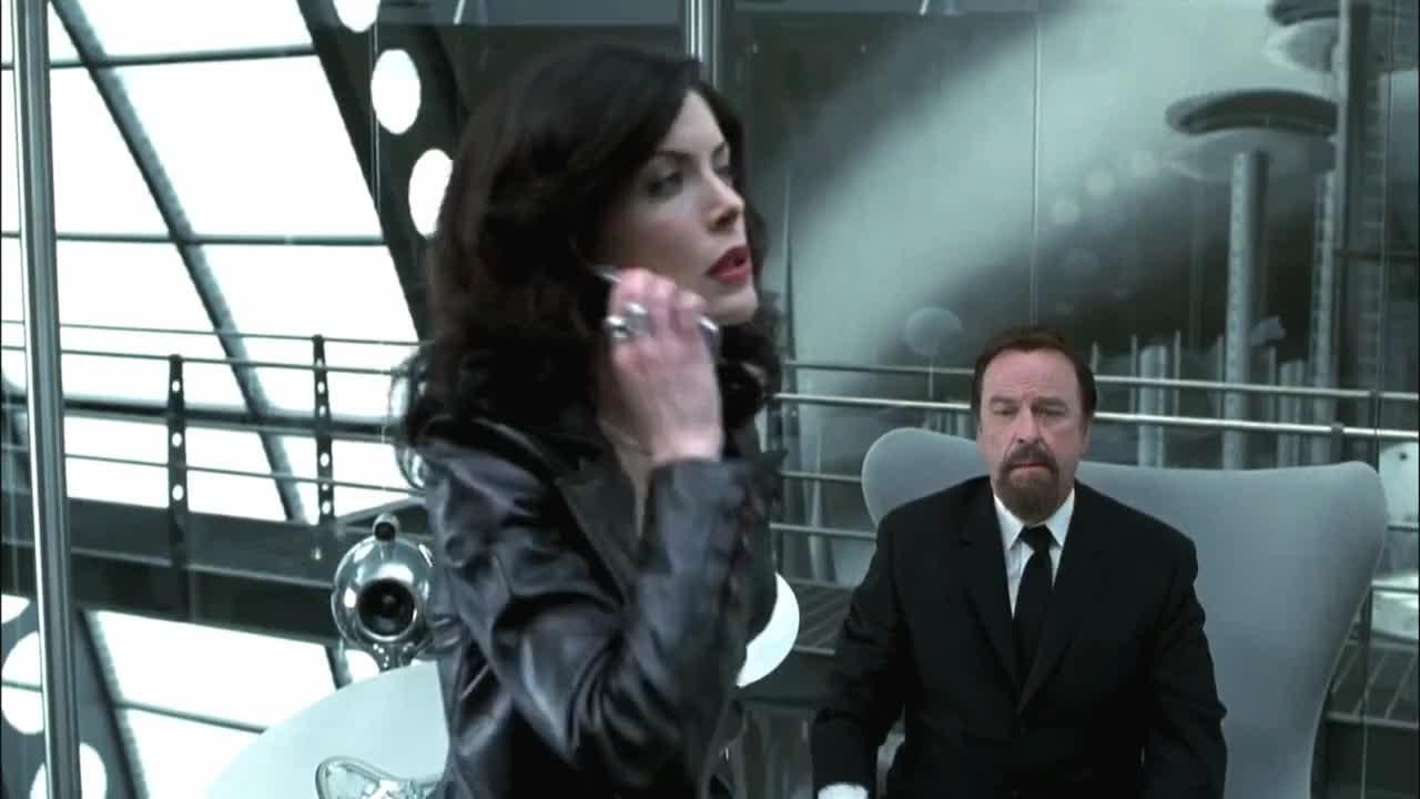 #电影迷的修养#《黑衣人2》这男的腾空而起,太不科学了