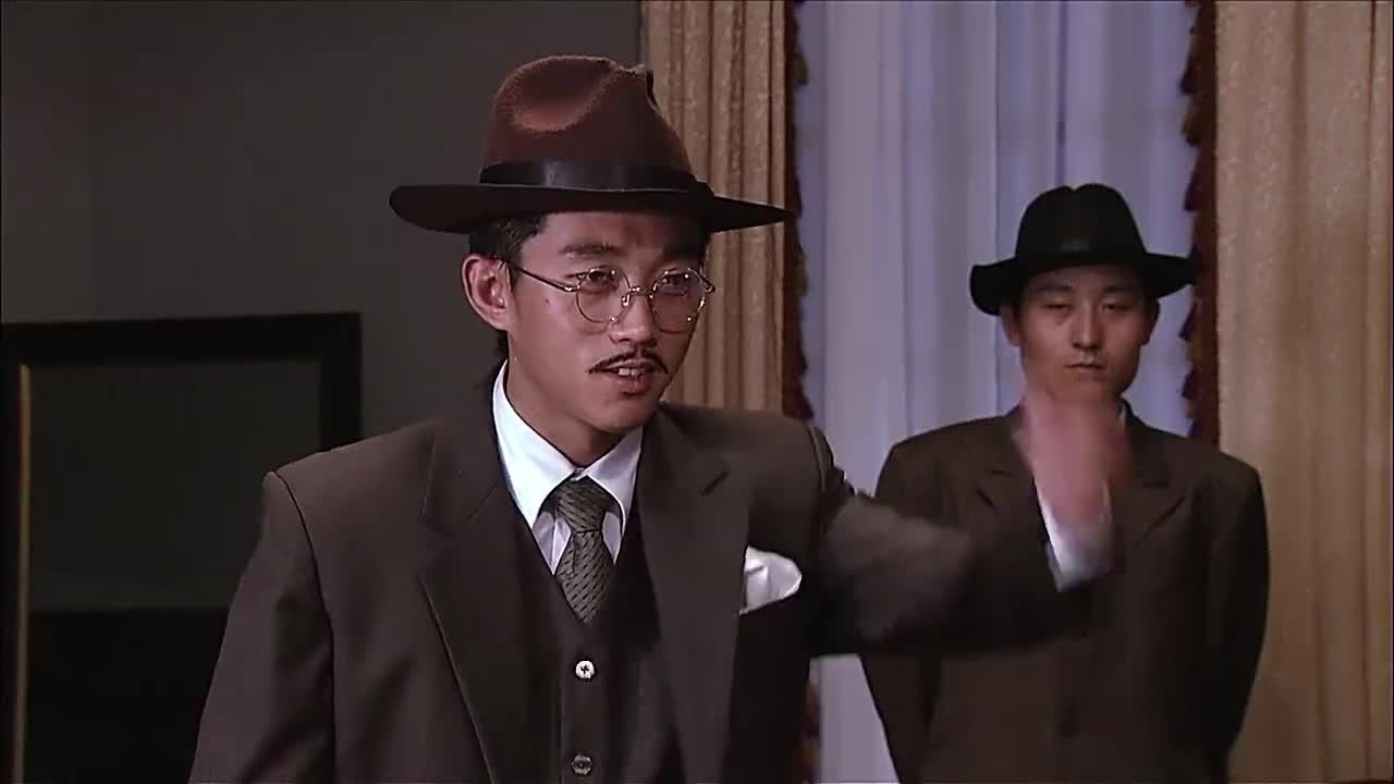 #经典看电影#魔术师在老师面前表演,真是差点失手啊