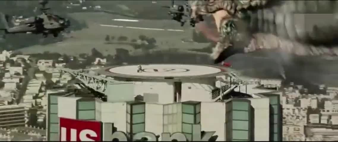 远古巨蟒要伤害情侣,特种兵开直升机疯狂扫射