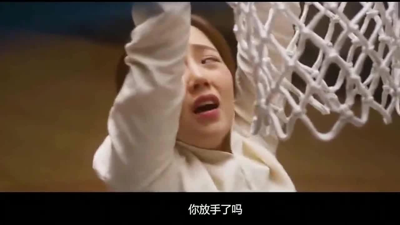 小伙教美女老师打篮球 顶住她屁股之后就不打球了