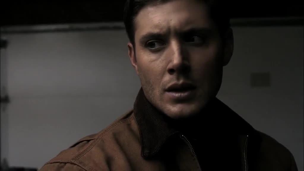 男子发现屋里有异常,果然跳出一个黄眼睛妖,威胁他这么做