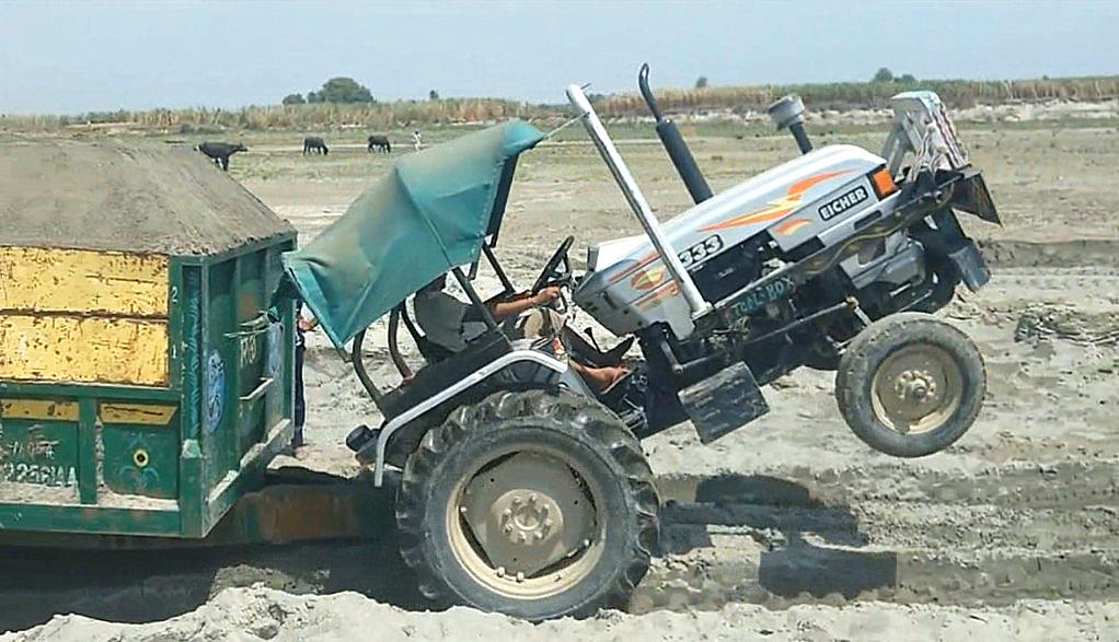 这是印度拖拉机,感觉前轮要拆掉会更好