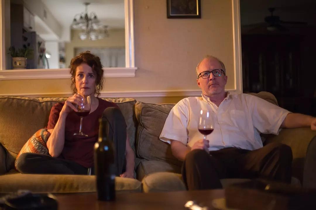 #羞羞看电影#3分钟看完奇葩神片《那些爱人》,夫妻双双出轨离婚后再出轨前任
