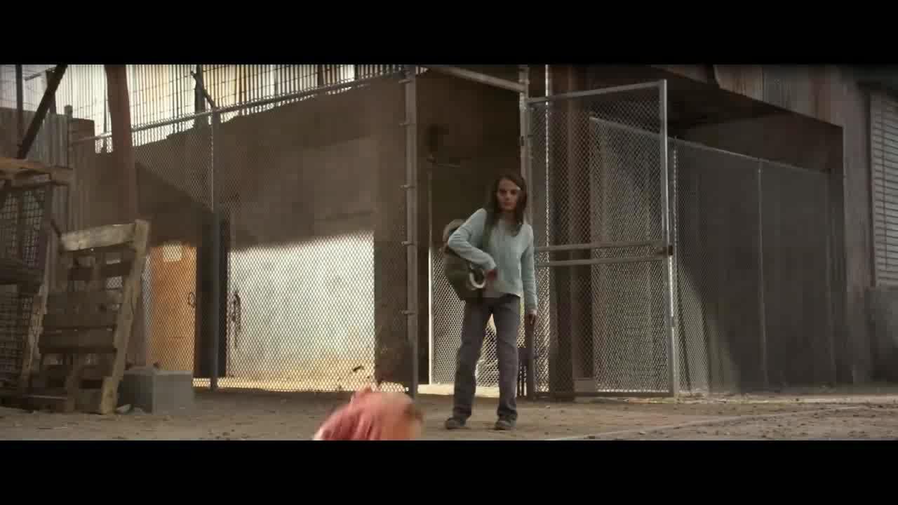 小女孩攻击警察后还能全身而退