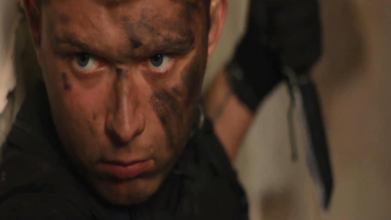 #电影最前线#恐怖分子绑架人质,特种兵奉命出击,一刀将其割喉