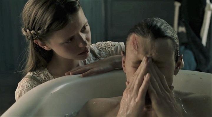 #惊悚看电影#5分钟看完惊悚恐怖片《马柔本宅秘事》阁楼里的怪物竟然是父亲!