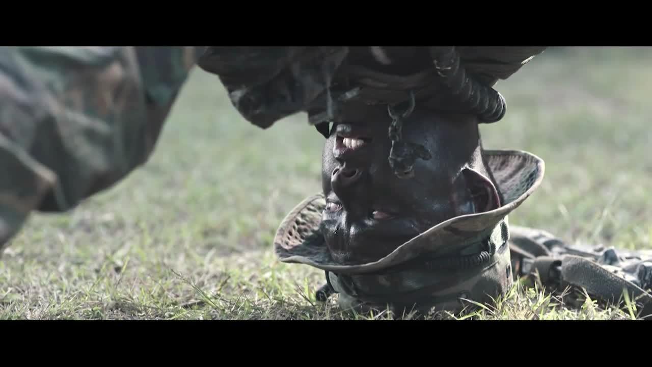 儿子为了解父亲的死因,选择参军入伍,受特种训练