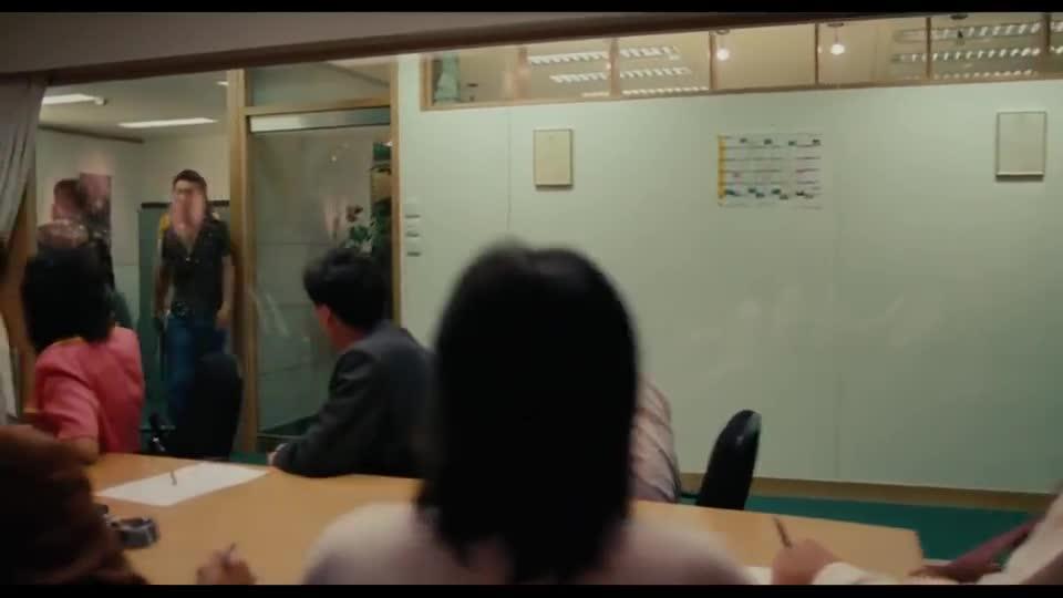 #电影迷的修养#电影《香港制造》嚣张里透露着霸气,全宇宙最吊的男人——李灿森