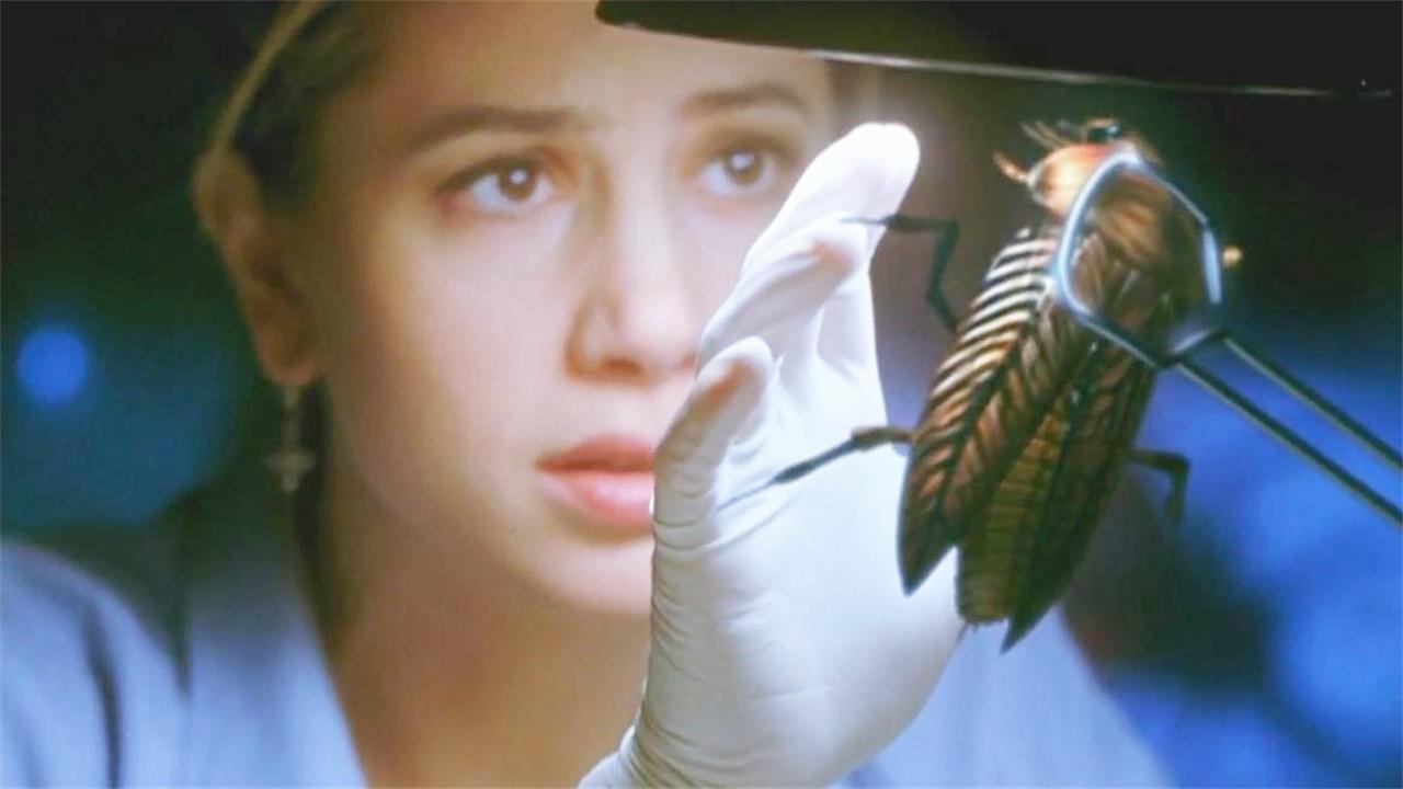 怪咖电影说,《变种DNA》女博士失误导致蟑螂进化成人类