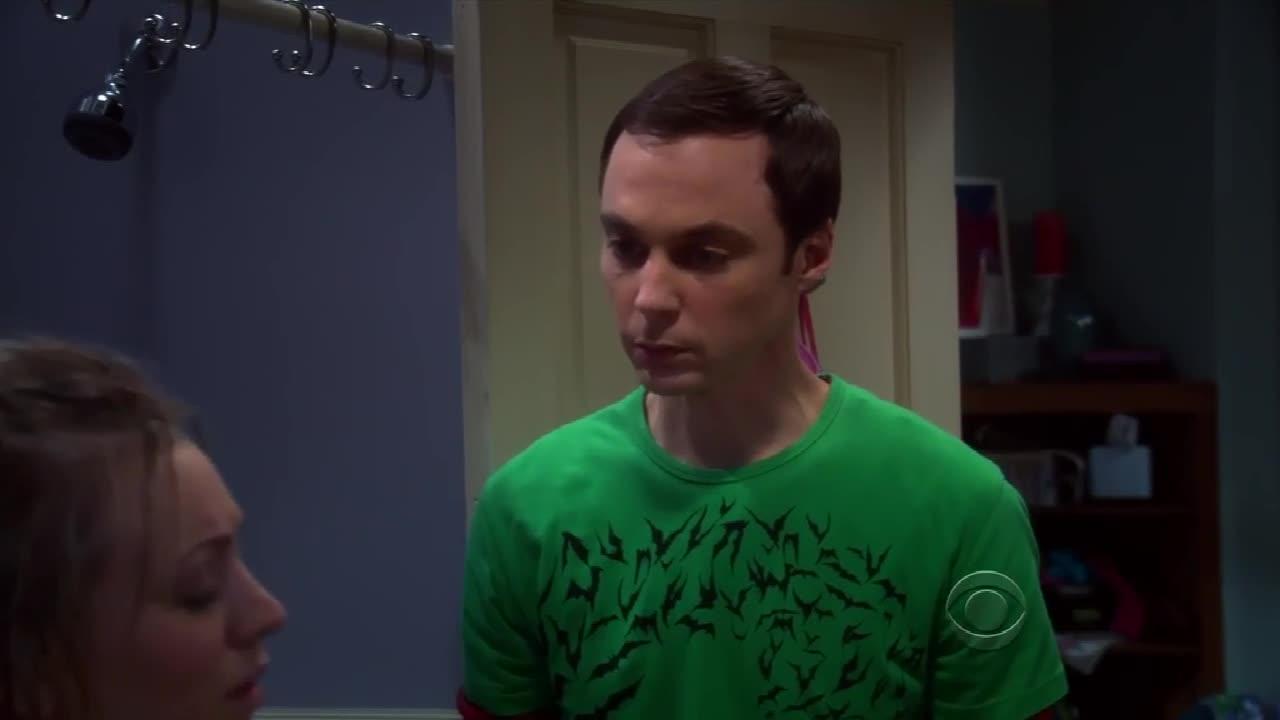 男子把裹着浴巾的金发美女从浴池里搀扶出来,没什么非分之想吗?