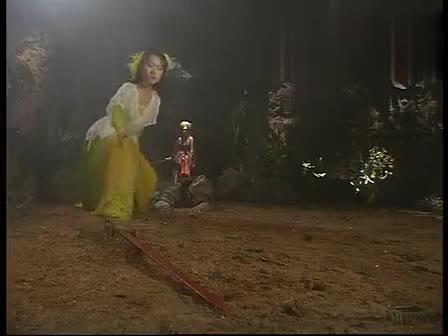 #电影最前线#女子掉进山洞被困,没想到身后竟有千年蜘蛛精偷袭