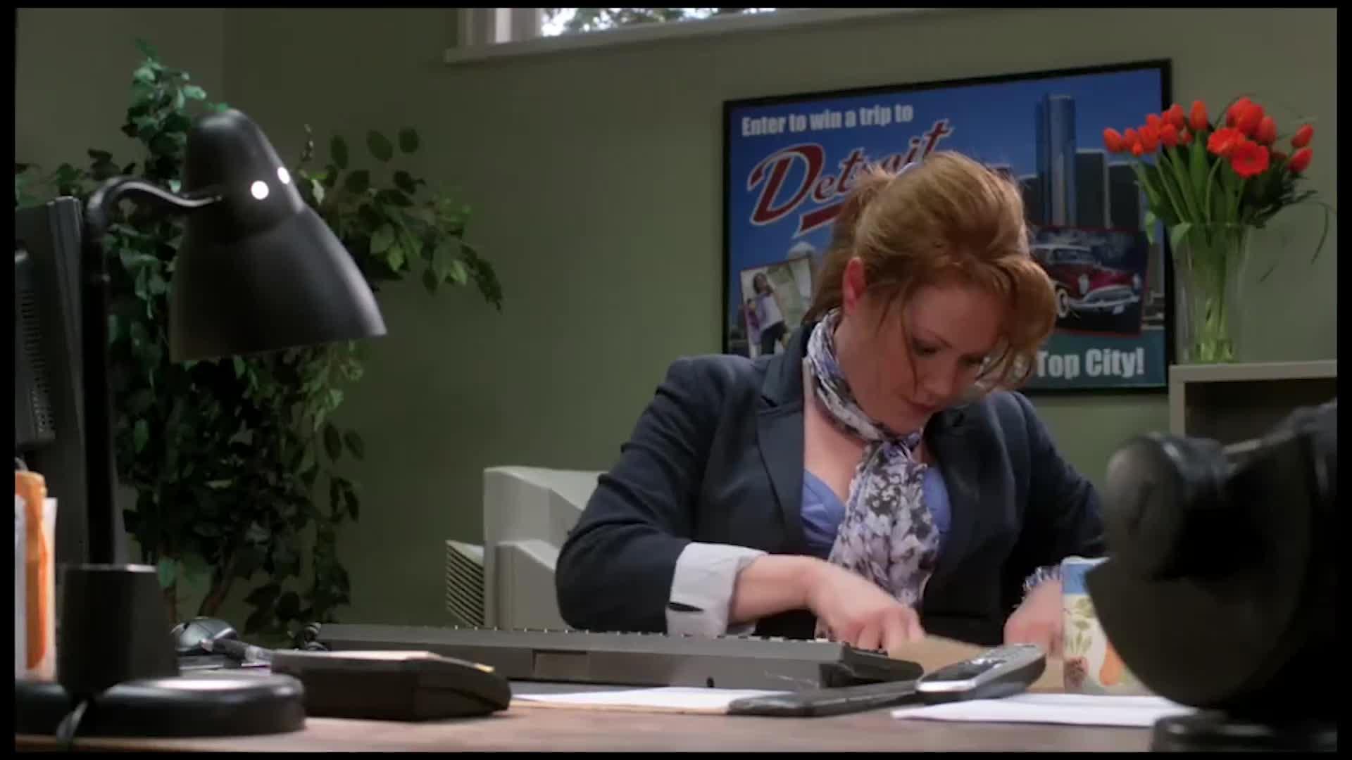 女子在办公室做了这样一件事,结果被勒死,太可惜了