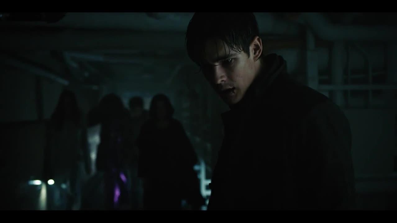 最新动作猛片《泰坦》,蝙蝠侠小弟硬抗电击,单挑9个守卫