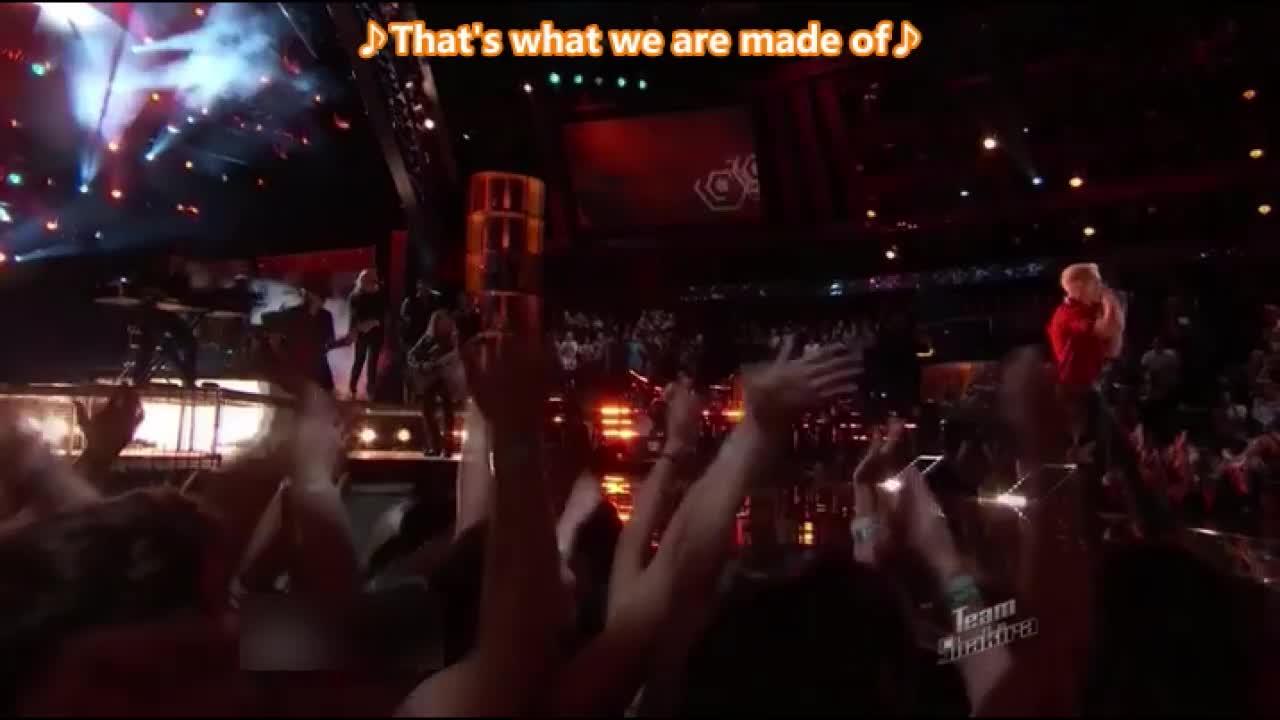 女选手唱完后导师和观众全都激动不已,亚当表示自己很酸