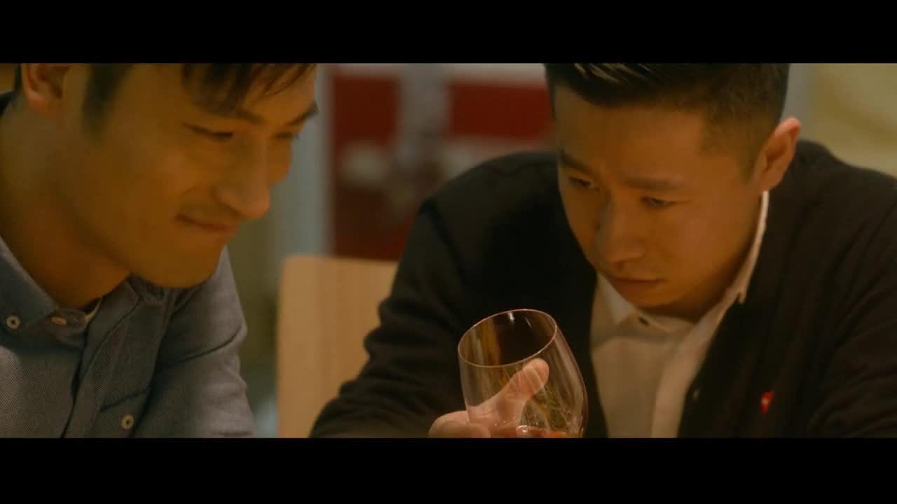 大家在一起吃饭喝酒,小艺把老师送回宾馆,会发生什么呢