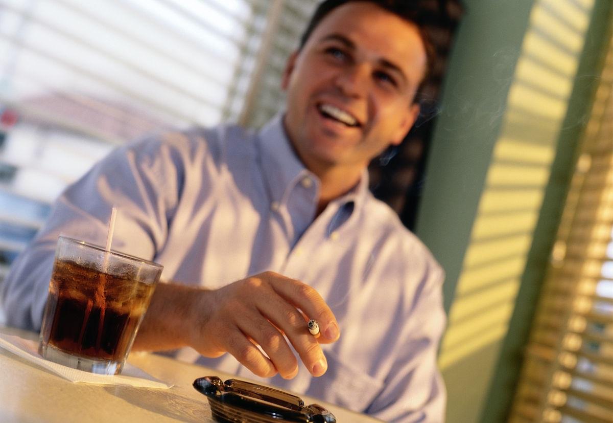 #生活#长期抽烟喝酒,40岁后,出现前列腺疾病的几率是普通人的5倍