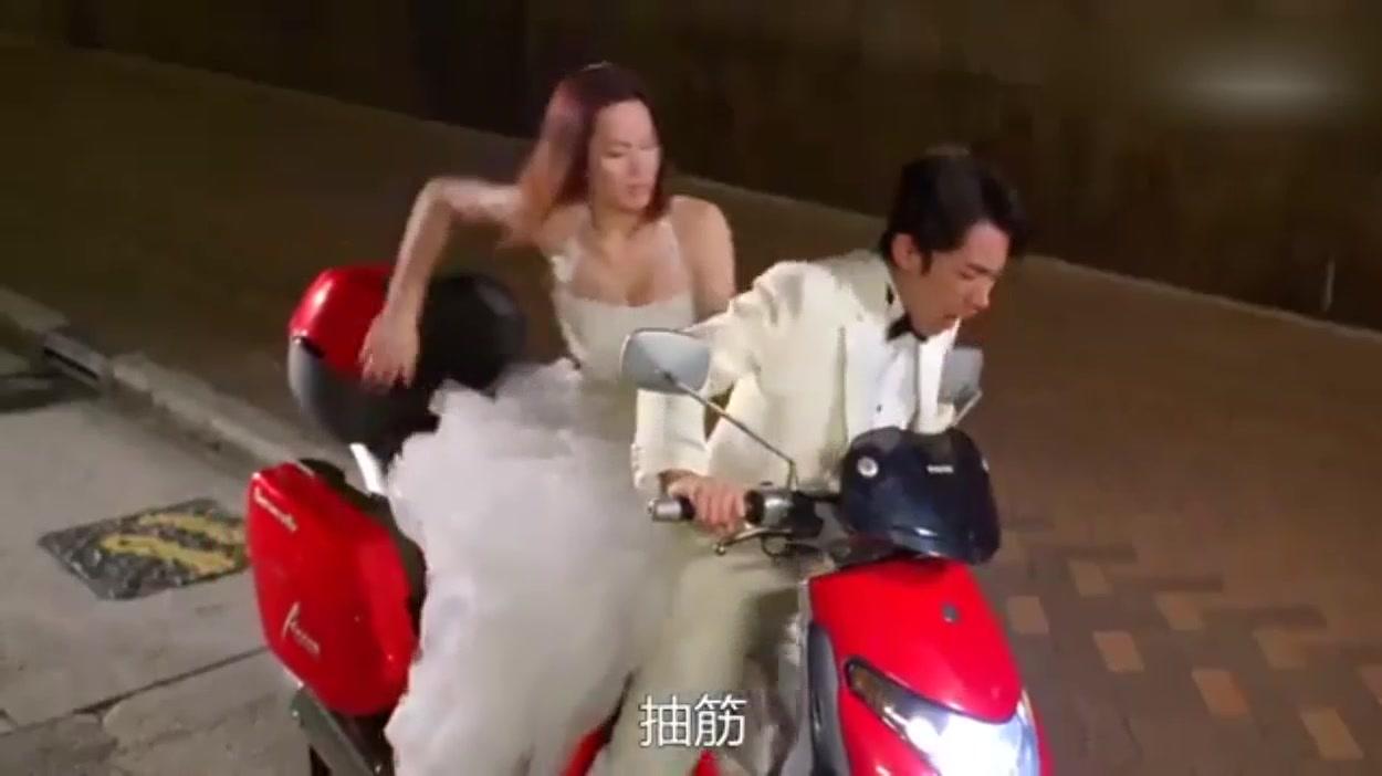 #追剧不能停#王祖蓝模仿华仔电影剧情,这下子好像人物调换了