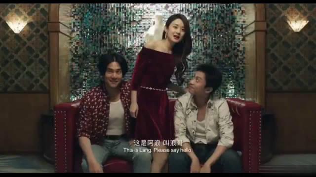 #一起看电影#赵丽颖在《乘风破浪》中一袭红裙出场,真是美到窒息了