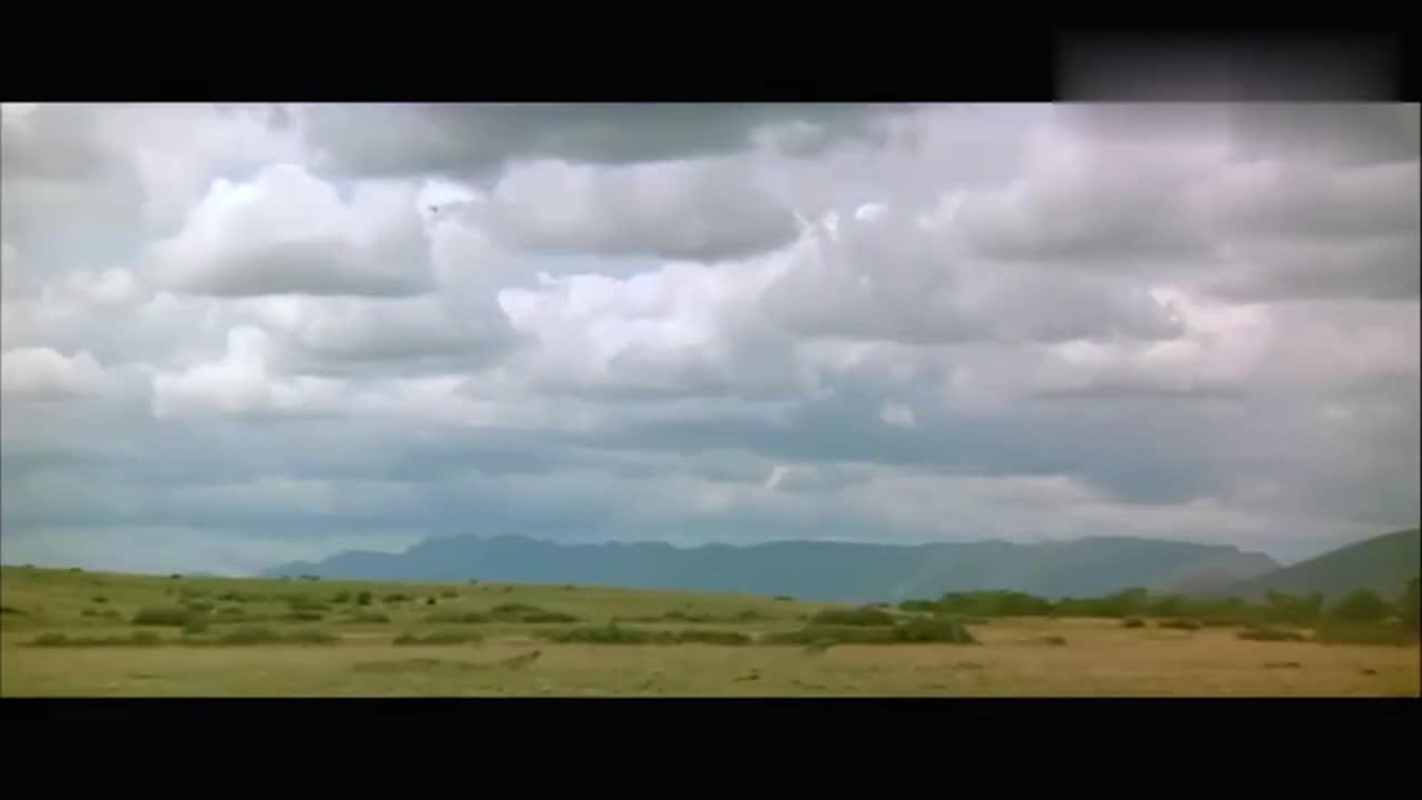 #经典看电影#一架战机空袭,就把驻扎地搅得天翻地覆,都对付不了啊