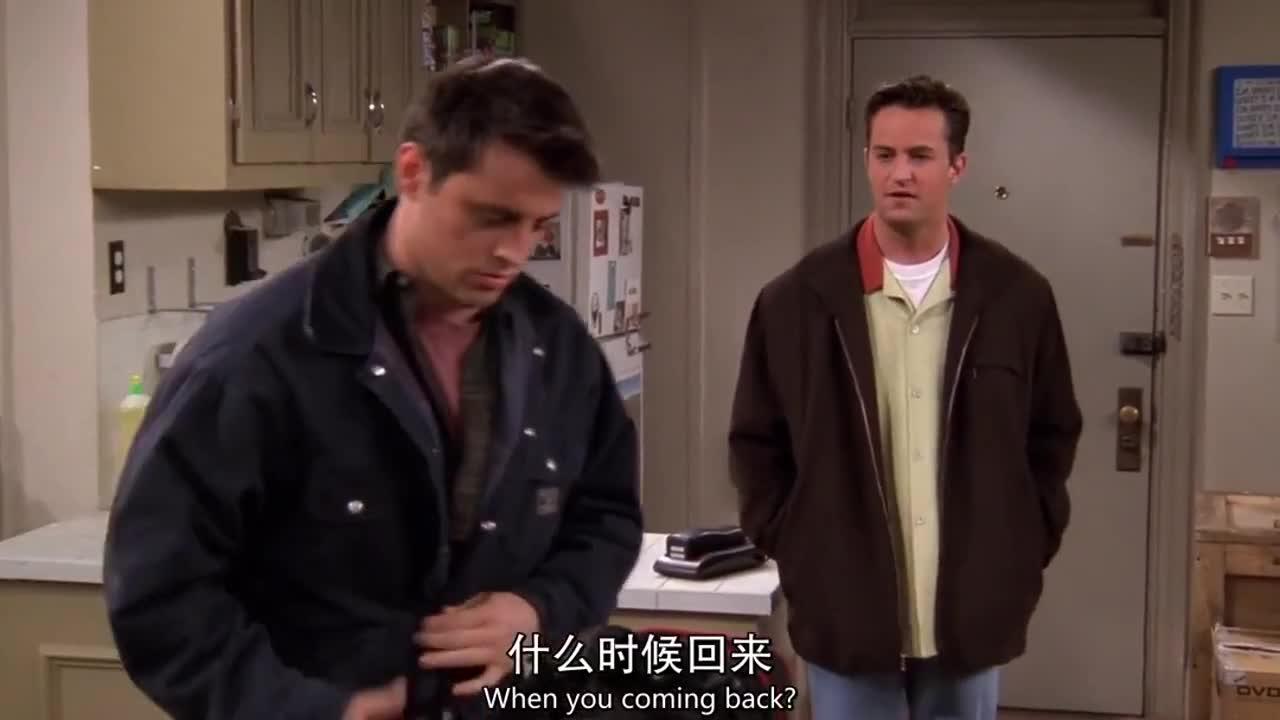 男子收拾东西要离开,还说朋友不懂道义,朋友这样回应他