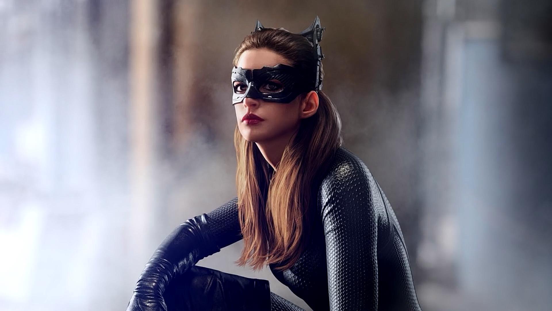 """#经典看电影#回忆安妮·海瑟薇版""""猫女""""在《蝙蝠侠:黑暗骑士崛起》的动作戏"""