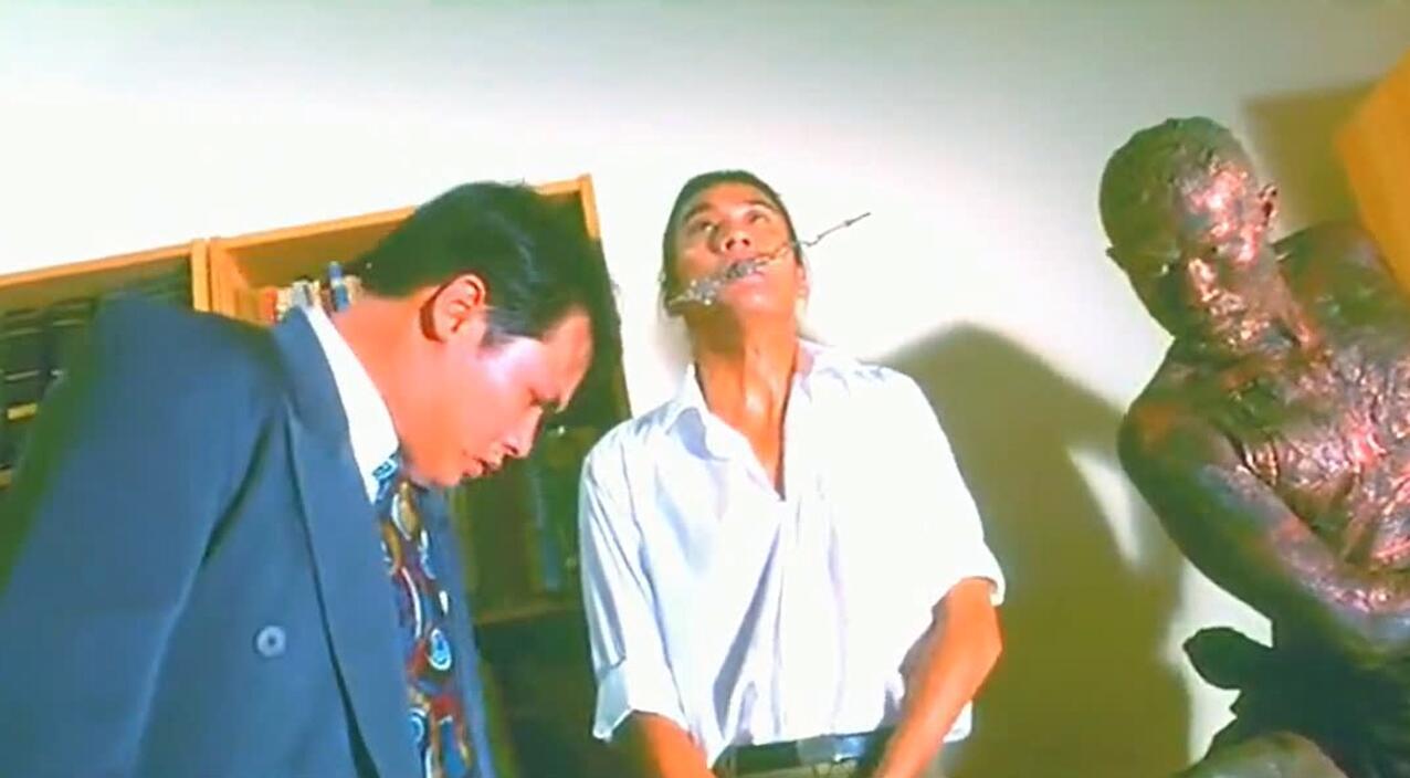 《赌神2》梁家辉 扮挂钟,徐锦江扮雕像