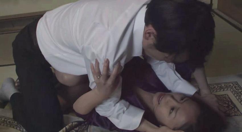 #惊悚看电影#日本高分恐怖片,人性的丑陋无所遁形,导致少女的悲剧!