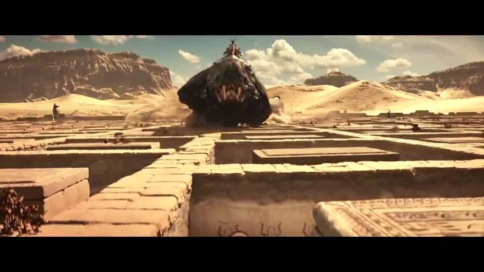 #经典看电影#几十米长的大蛇追杀小伙,大叔手持伸缩矛,躲在暗处想偷袭大蛇