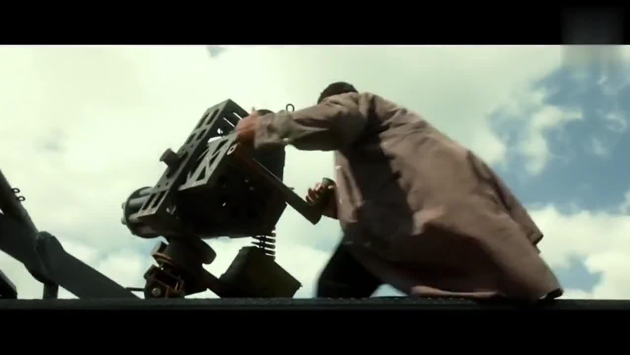 电影中居然有不冒蓝火的加特林重机枪