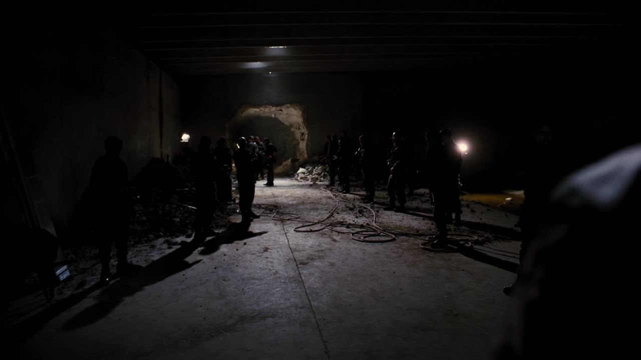《蝙蝠侠:黑暗骑士崛起》反派发现核聚变反应堆