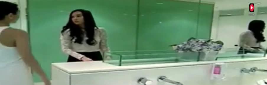 少年勿看:两个女同性恋厕所相遇,很直接很暴力!