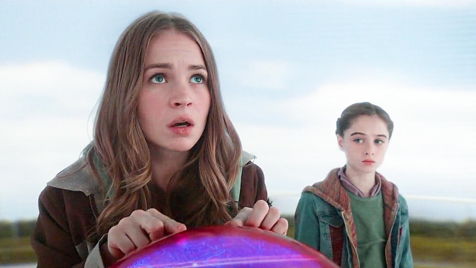 #电影最前线#女孩得到一台神奇时光机,穿越到未来后,成功拯救地球!