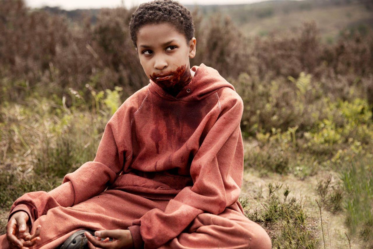 #惊悚看电影#丧尸席卷全球,小萝莉却释放病毒消灭人类,速看《天赐之女》